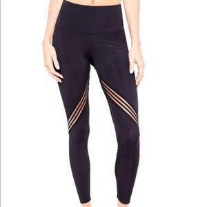 NWT Onzie  Black Carrera legging sz XS
